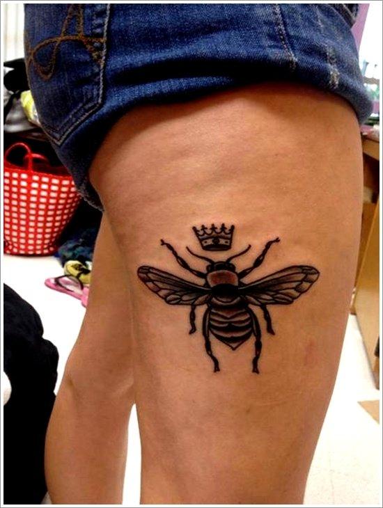 52 Ideas para Tatuajes de Abejas con Significado 37