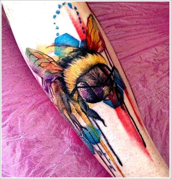 52 Ideas para Tatuajes de Abejas con Significado 30