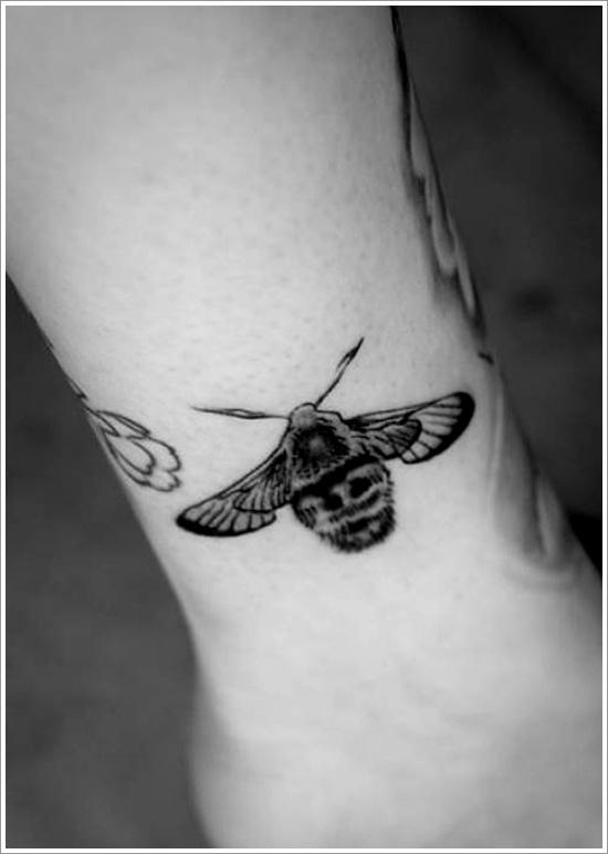 52 Ideas para Tatuajes de Abejas con Significado 31