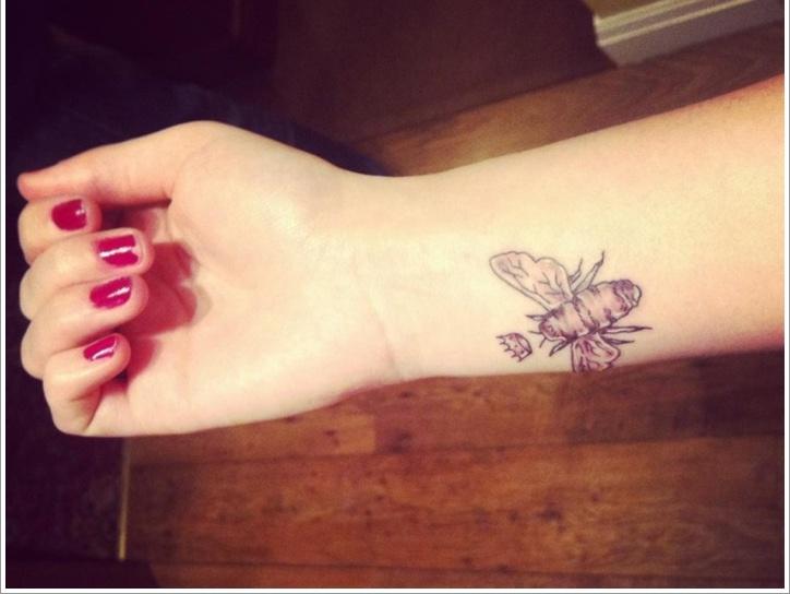 52 Ideas para Tatuajes de Abejas con Significado 34