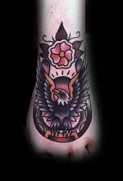 78 Ideas para Tatuajes de Herraduras (+Significado) 66