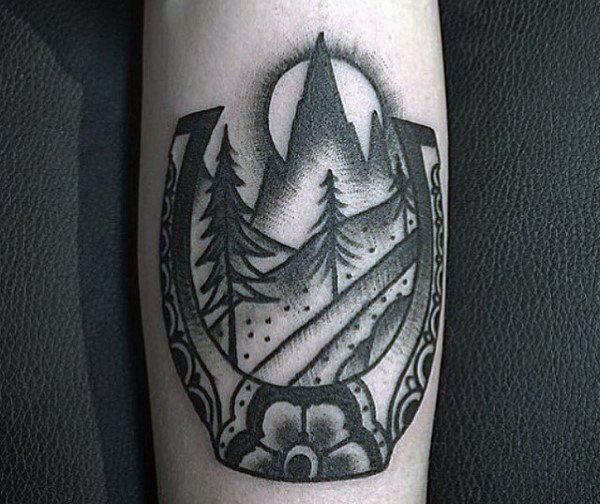 78 Ideas para Tatuajes de Herraduras (+Significado) 67
