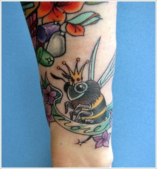 52 Ideas para Tatuajes de Abejas con Significado 50