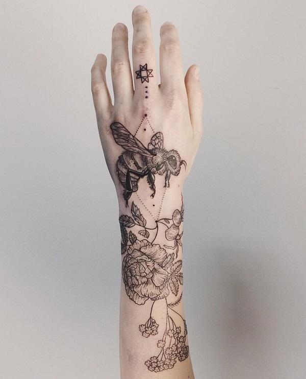 52 Ideas para Tatuajes de Abejas con Significado 45