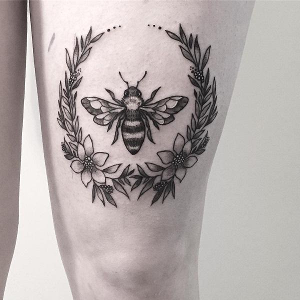 52 Ideas para Tatuajes de Abejas con Significado 46