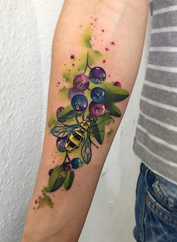 52 Ideas para Tatuajes de Abejas con Significado 20