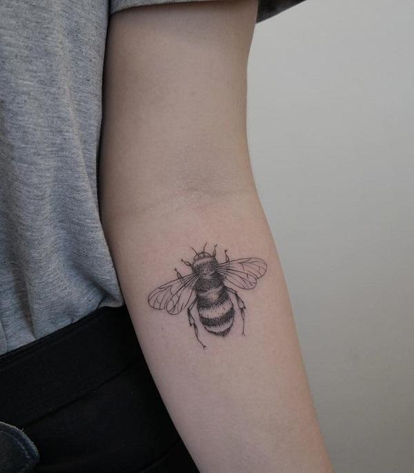 52 Ideas para Tatuajes de Abejas con Significado 22