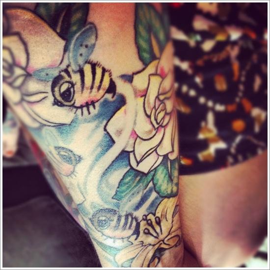 52 Ideas para Tatuajes de Abejas con Significado 25