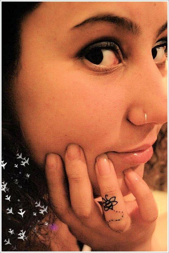52 Ideas para Tatuajes de Abejas con Significado 51
