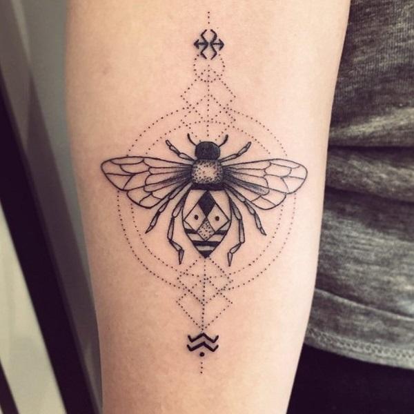 52 Ideas para Tatuajes de Abejas con Significado 2