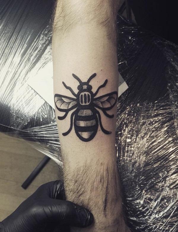 52 Ideas para Tatuajes de Abejas con Significado 5