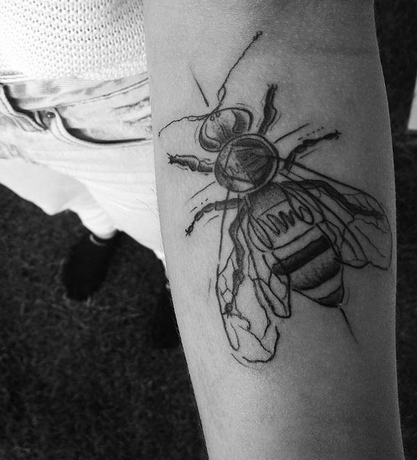 52 Ideas para Tatuajes de Abejas con Significado 13