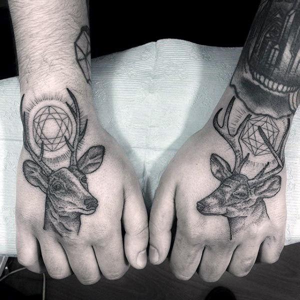 89 Ideas para Tatuajes de Ciervos (+Significado) 72