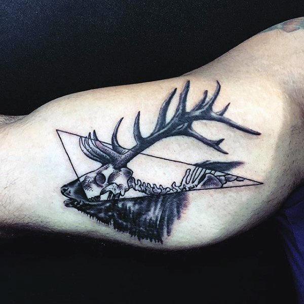 89 Ideas para Tatuajes de Ciervos (+Significado) 28