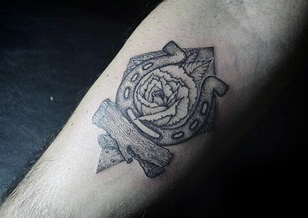 78 Ideas para Tatuajes de Herraduras (+Significado) 15
