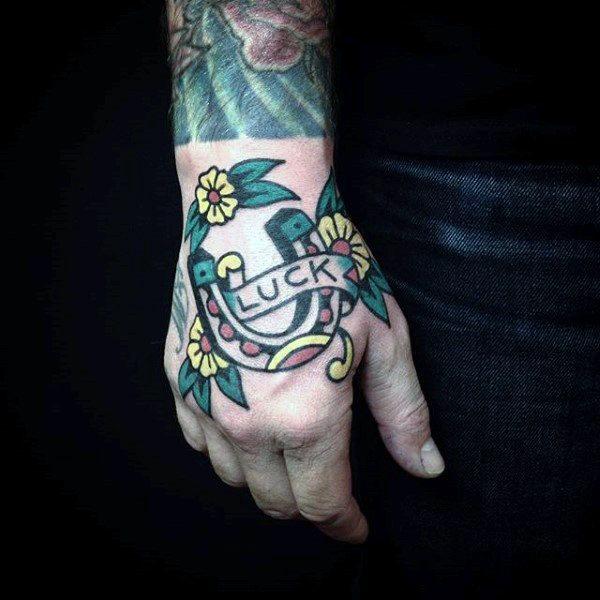 78 Ideas para Tatuajes de Herraduras (+Significado) 17