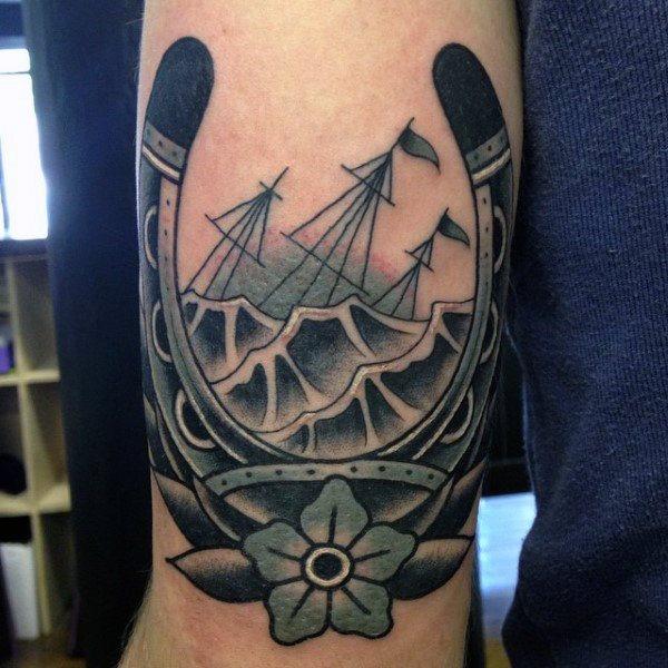 78 Ideas para Tatuajes de Herraduras (+Significado) 18