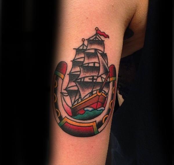 78 Ideas para Tatuajes de Herraduras (+Significado) 19