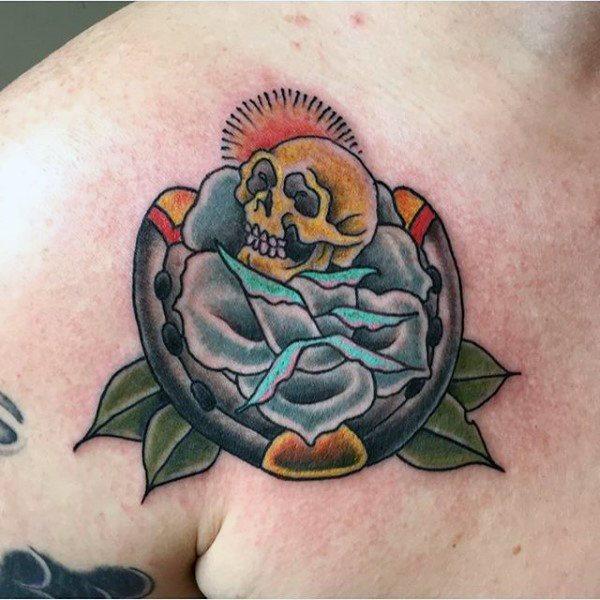 78 Ideas para Tatuajes de Herraduras (+Significado) 20