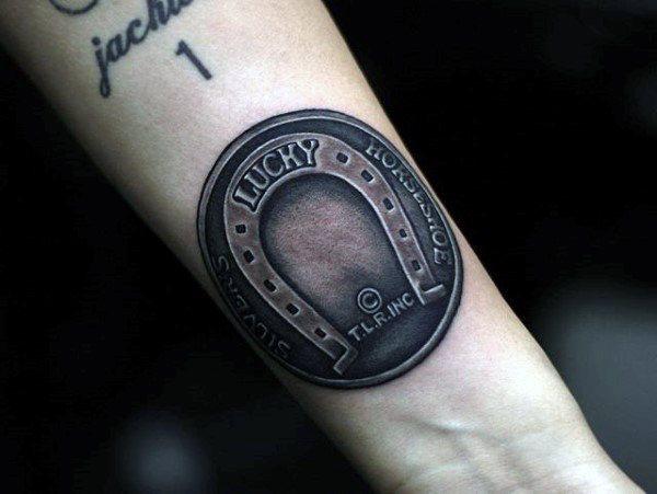 78 Ideas para Tatuajes de Herraduras (+Significado) 9