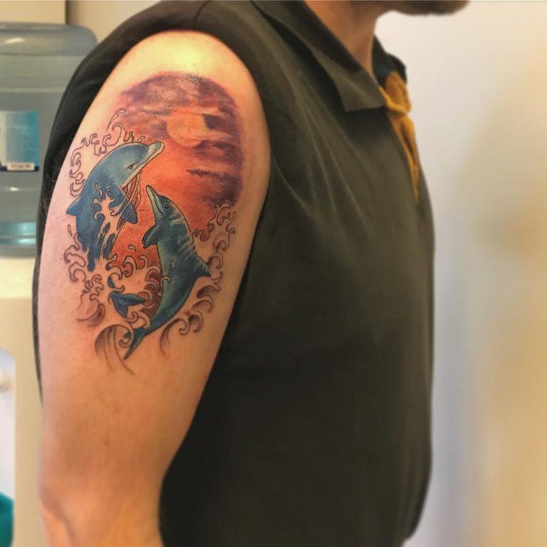 72 Ideas con Tatuajes de Delfines (+Significados) 42