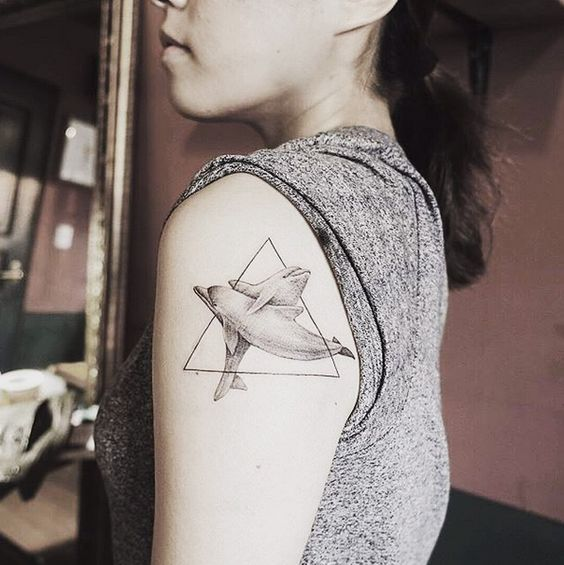 72 Ideas con Tatuajes de Delfines (+Significados) 18