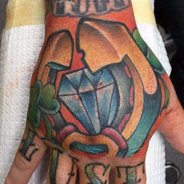78 Ideas para Tatuajes de Herraduras (+Significado) 50