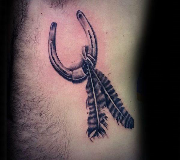 78 Ideas para Tatuajes de Herraduras (+Significado) 52