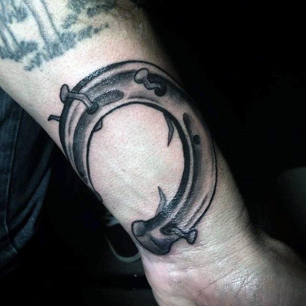 78 Ideas para Tatuajes de Herraduras (+Significado) 54
