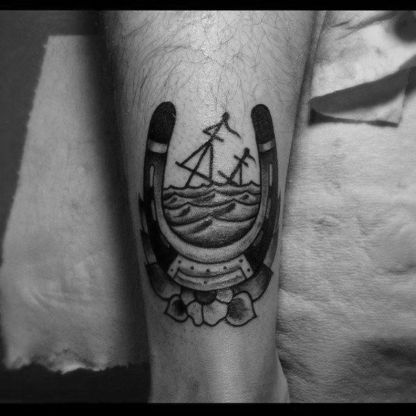 78 Ideas para Tatuajes de Herraduras (+Significado) 34