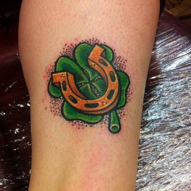 78 Ideas para Tatuajes de Herraduras (+Significado) 23