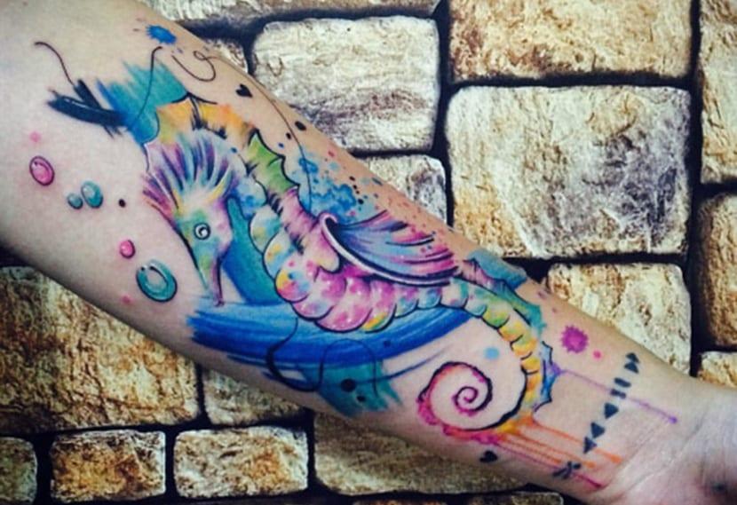69 Ideas para Tatuajes de Caballitos de mar (+ Significado) 32