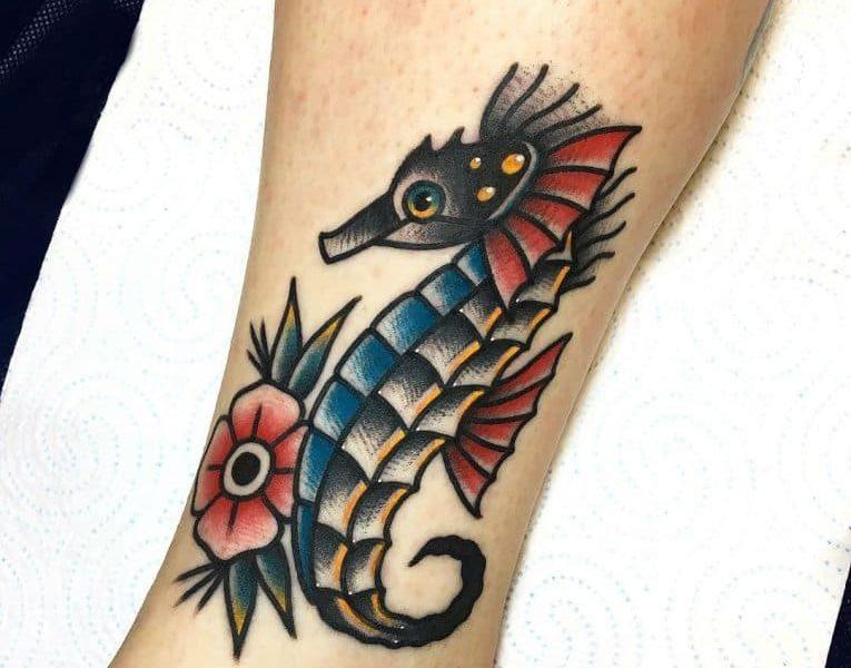 69 Ideas para Tatuajes de Caballitos de mar (+ Significado) 37