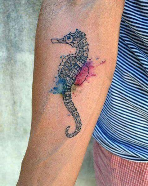 69 Ideas para Tatuajes de Caballitos de mar (+ Significado) 40