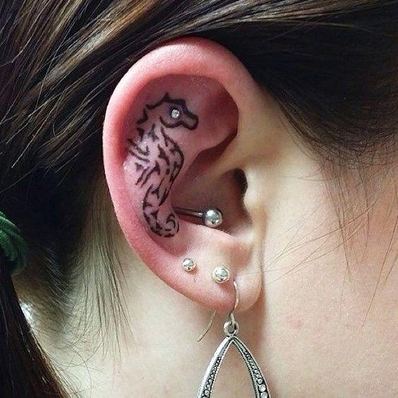 69 Ideas para Tatuajes de Caballitos de mar (+ Significado) 22