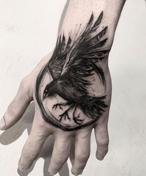 69 Ideas para Tatuajes de Cuervos (+ Significados) 11