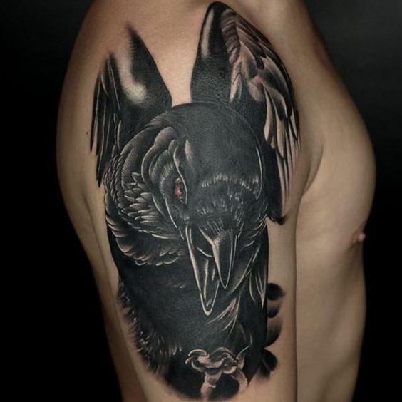 69 Ideas para Tatuajes de Cuervos (+ Significados) 7