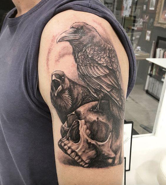 69 Ideas para Tatuajes de Cuervos (+ Significados) 31
