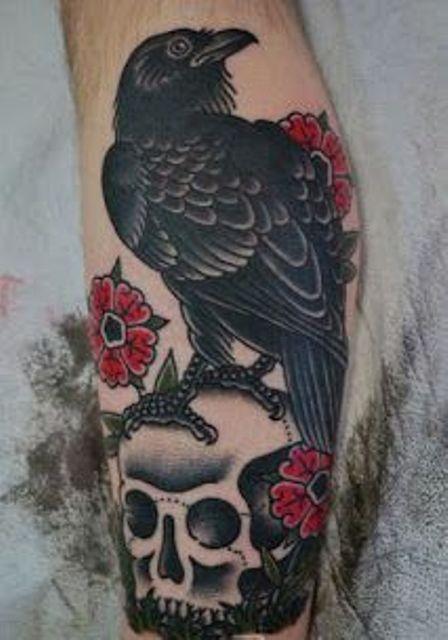 69 Ideas para Tatuajes de Cuervos (+ Significados) 32