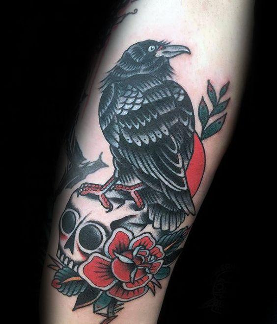 69 Ideas para Tatuajes de Cuervos (+ Significados) 33