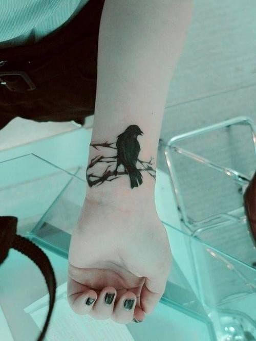 69 Ideas para Tatuajes de Cuervos (+ Significados) 19