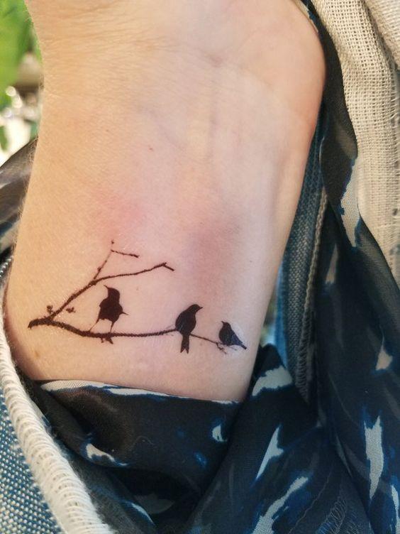69 Ideas para Tatuajes de Cuervos (+ Significados) 21