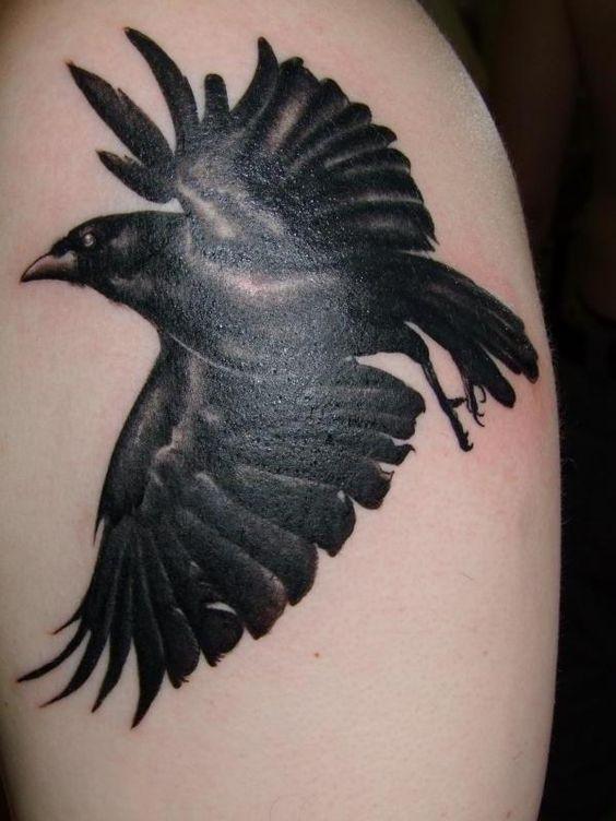 69 Ideas para Tatuajes de Cuervos (+ Significados) 36