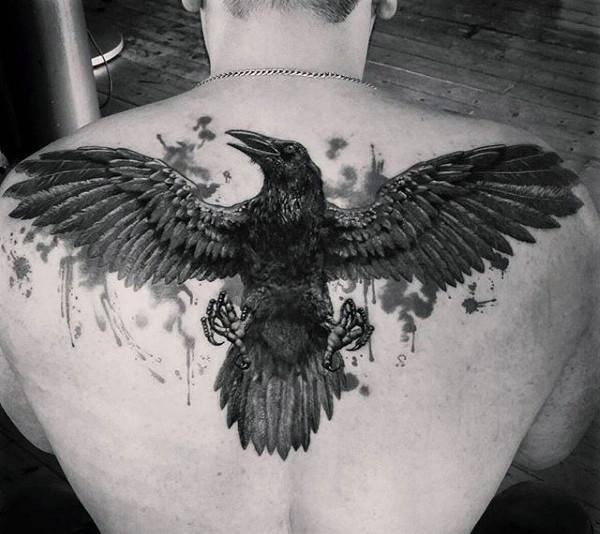 69 Ideas para Tatuajes de Cuervos (+ Significados) 38