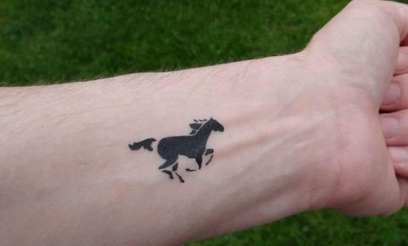73 Ideas para Tatuajes de Caballos (+ Significados) 23