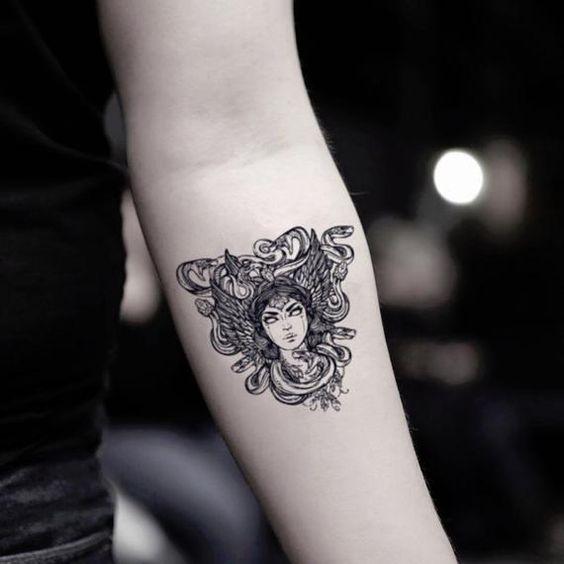 Tatuajes de Medusas: 50 Ideas y sus Significados (+Leyenda) 45