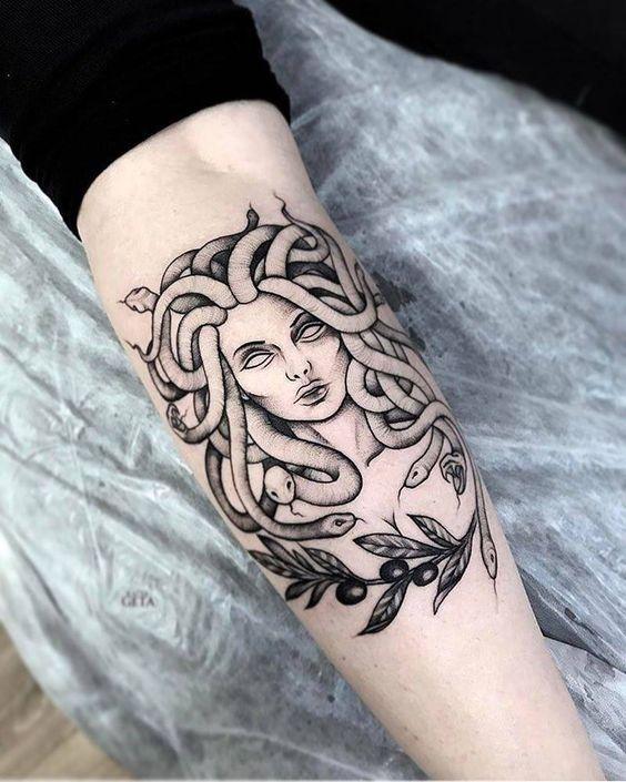 Tatuajes de Medusas: 50 Ideas y sus Significados (+Leyenda) 46
