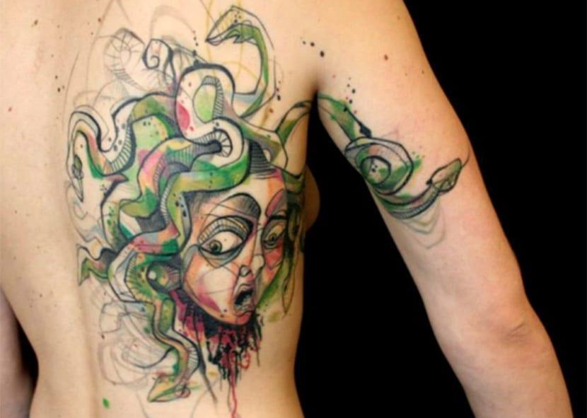 Tatuajes de Medusas: 50 Ideas y sus Significados (+Leyenda) 47