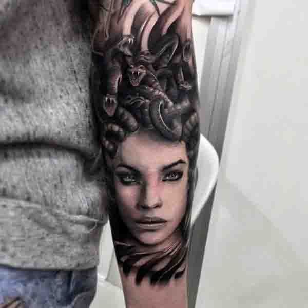 Tatuajes de Medusas: 50 Ideas y sus Significados (+Leyenda) 48