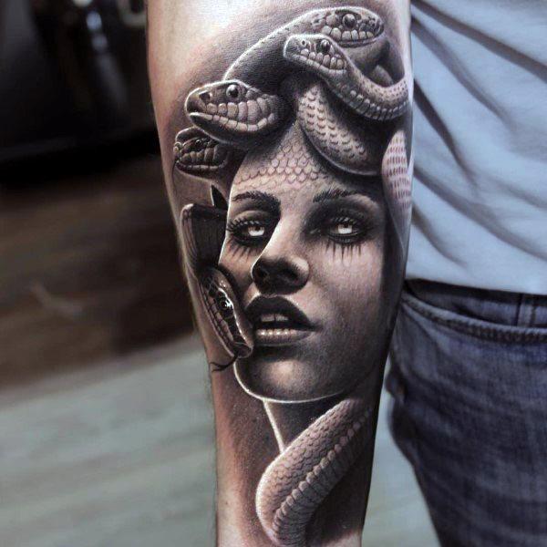 Tatuajes de Medusas: 50 Ideas y sus Significados (+Leyenda) 49